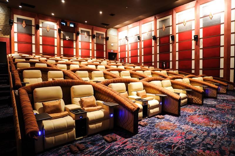 Honda Ultimate Screen - The Best cinema in Bangkok .